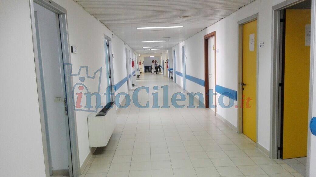 L'infermiera cade in ospedale: bimbo di due mesi schiacciato