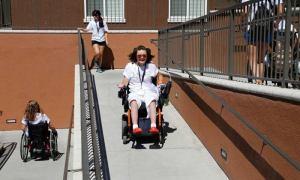 jalur kursi roda
