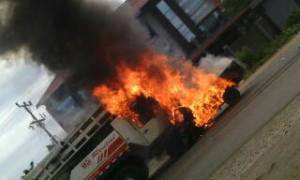 Kecelakaan di By Pass Menyebabkan 2 Mobil terbakar | Foto: Bima Afda