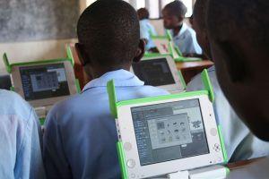 800px-One_Laptop_per_Child_at_Kagugu_Primary_School,_Kigali,_Rwanda-19Sept2009