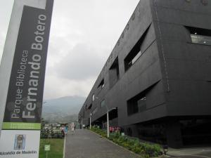 "Parque Biblioteca ""Fernando Botero"" San Cristóbal"
