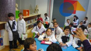 ninos_en_biblioteca_muhar