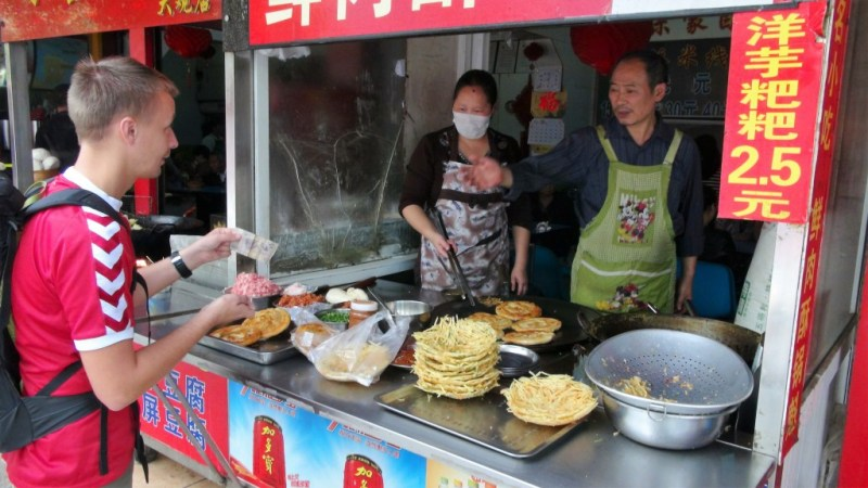 Gademad er en nem måde at spare mange penge på.