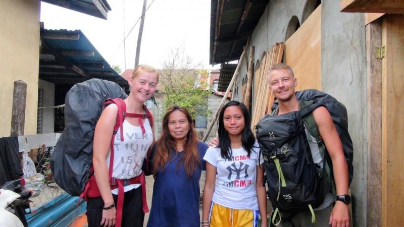 Os og vores Filippinske couchsurfing værtinder.