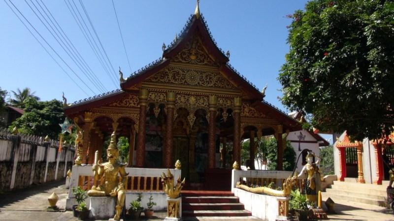 Et af de utallige templer.
