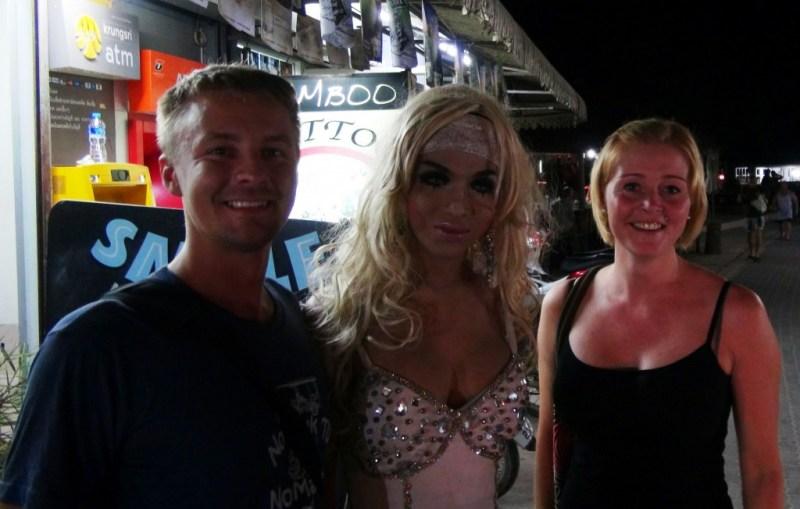 Om aftenen spiste vi ude sammen med Christian & Tanya. Bagefter tog de os til et ladyboy kabaret show. Meget underholdende og anderledes. Se videoen...