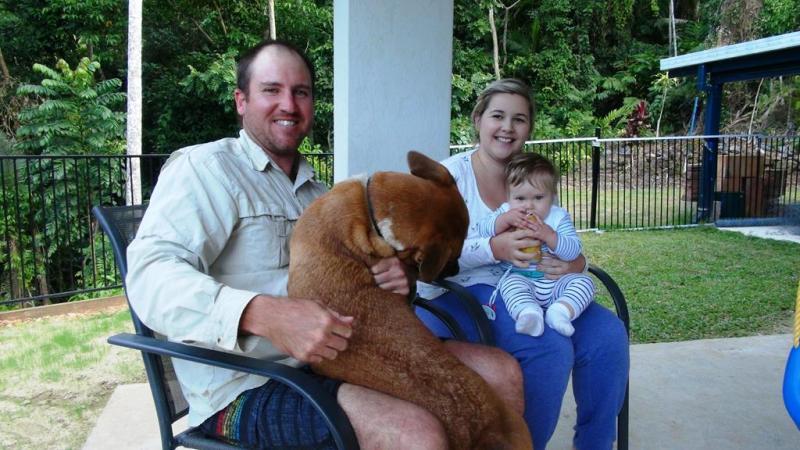 Vores søde værter. Dean og Courtney sammen med deres søde dreng Arlie, samt hunden Bruce