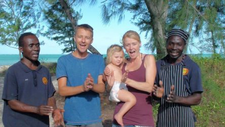 José, Lappi og Olivia hjalp os med at indsynge en fødselsdags sang til min niece.