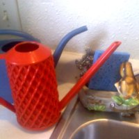 Discovering & Cleaning Vintage Plastic Watering Cans
