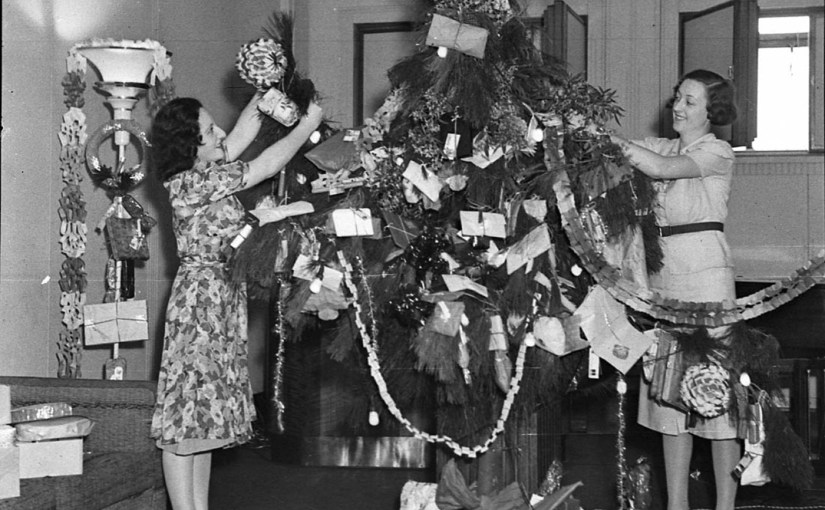 Vintage Christmast Tree Decorating