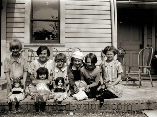 1920s photo girls & dolls