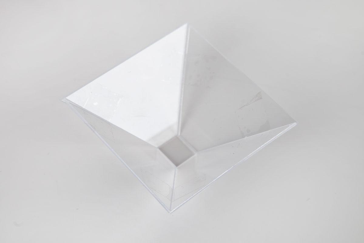 梯形粘合成金字塔形状