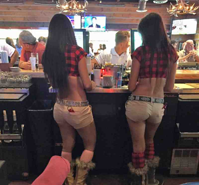 Review of Twin Peaks 33324 Restaurant 2000 S University Dr