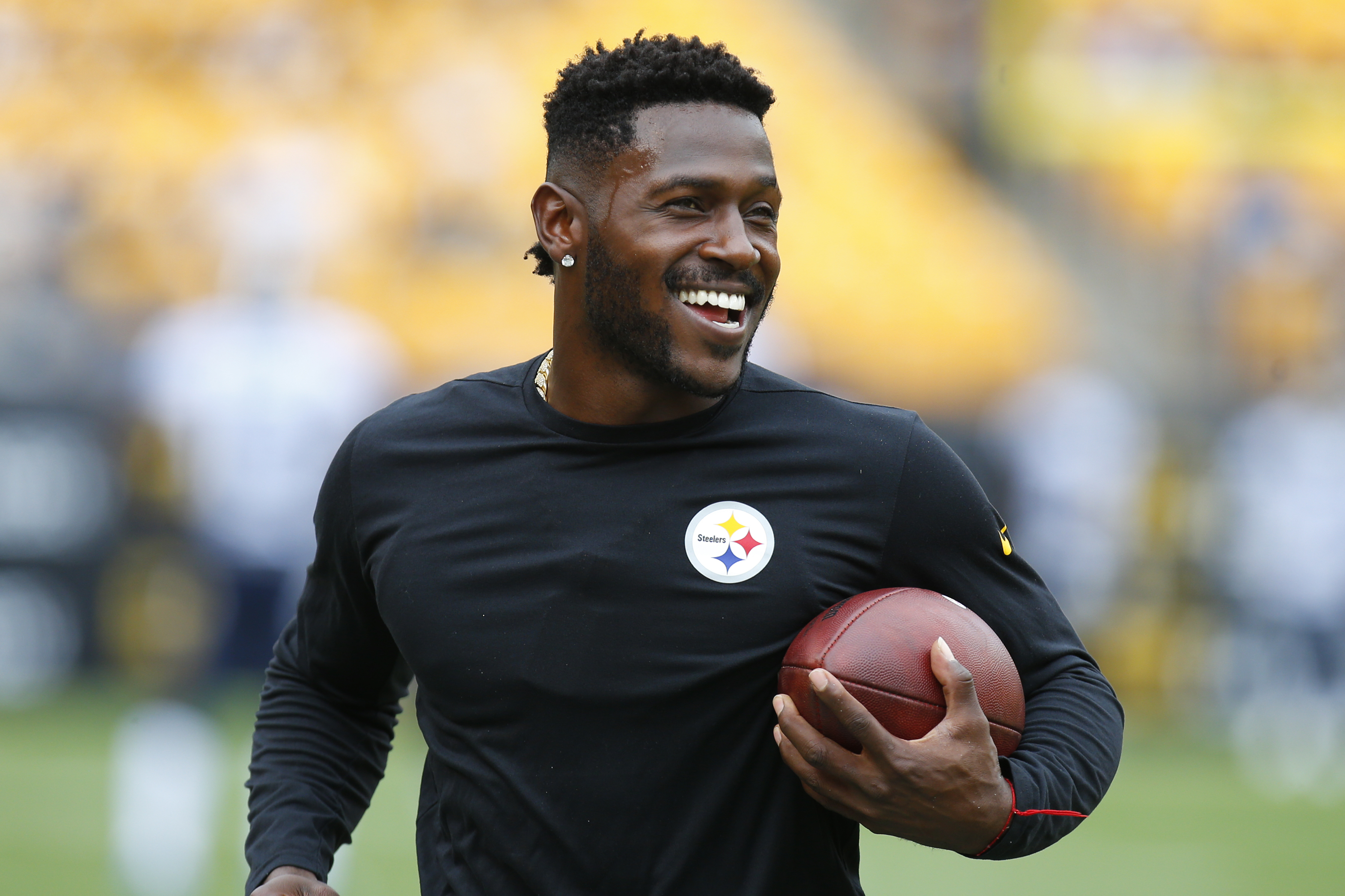 Antonio Brown Responds To Espn Analyst S Criticism By Calling Him An Uncle Tom Insidehook