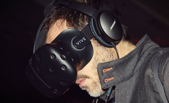 virtual-reality-2294691__340