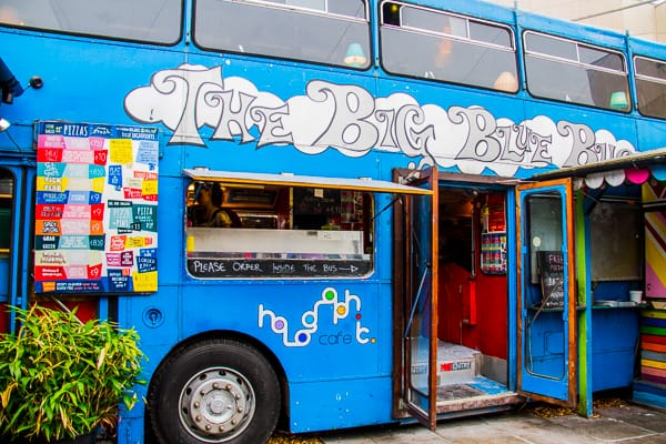 Blue bus in Dublin @insidetravellab