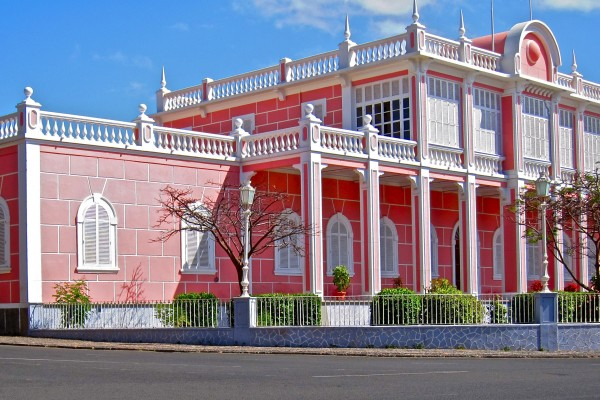 Palace in Mindelo. Image by Mickael T