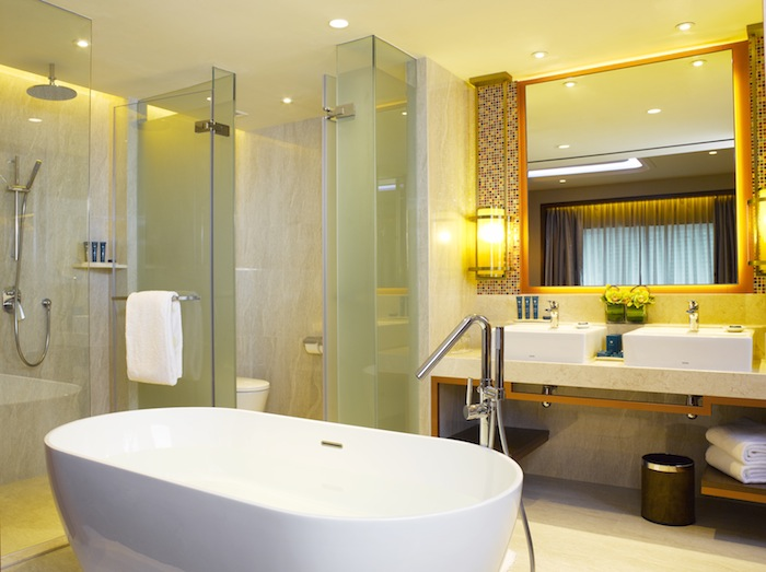 PRSIN_Executive Suite_Bathroom + Glass-enclosed Shower