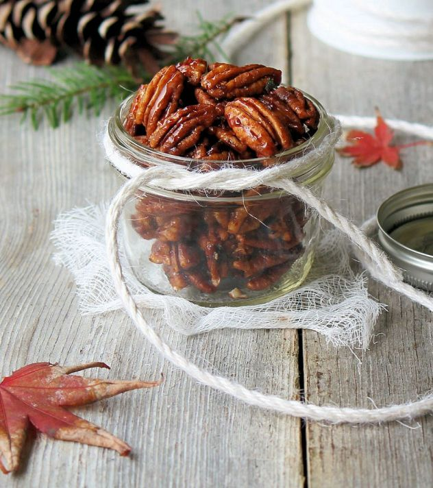 holiday favorites_roasted maple sriracha pecans