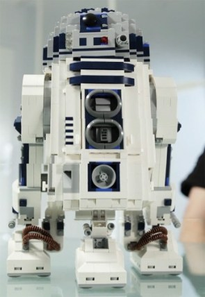 LEGO Star Wars Ultimate Collector's Series R2-D2