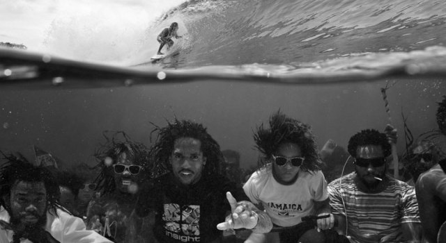 underwater-group-photo-surfing-above-perfect-timing.jpg