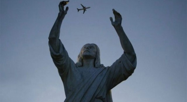 statue-juggling-plane-perfect-timing.jpg