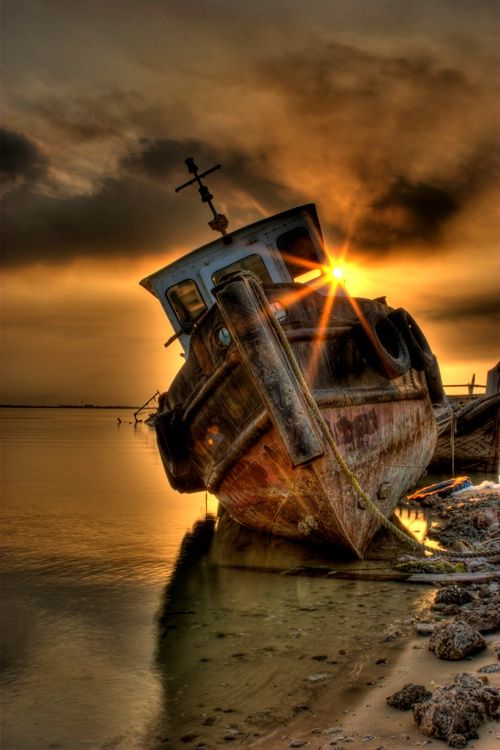 abandoned_ship_at_sea_egypt