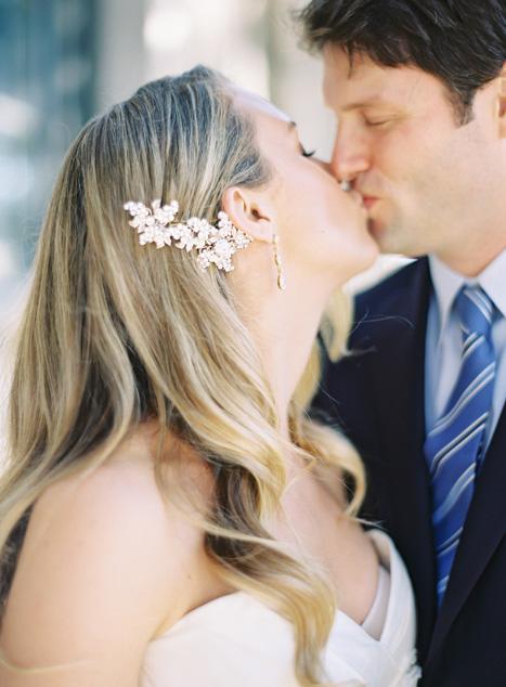 Ảnh cưới hạnh phúc và giản đơn
