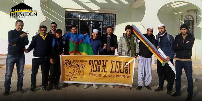 موظف يغلق الباب في وجه المشاركين في إحياء السنة الأمازيغية في بسكرة
