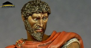 """تمثال مُصغّر لماسينيسا من تصميم الفنّان الإيطالي """"أدريانو لاروتشا"""""""