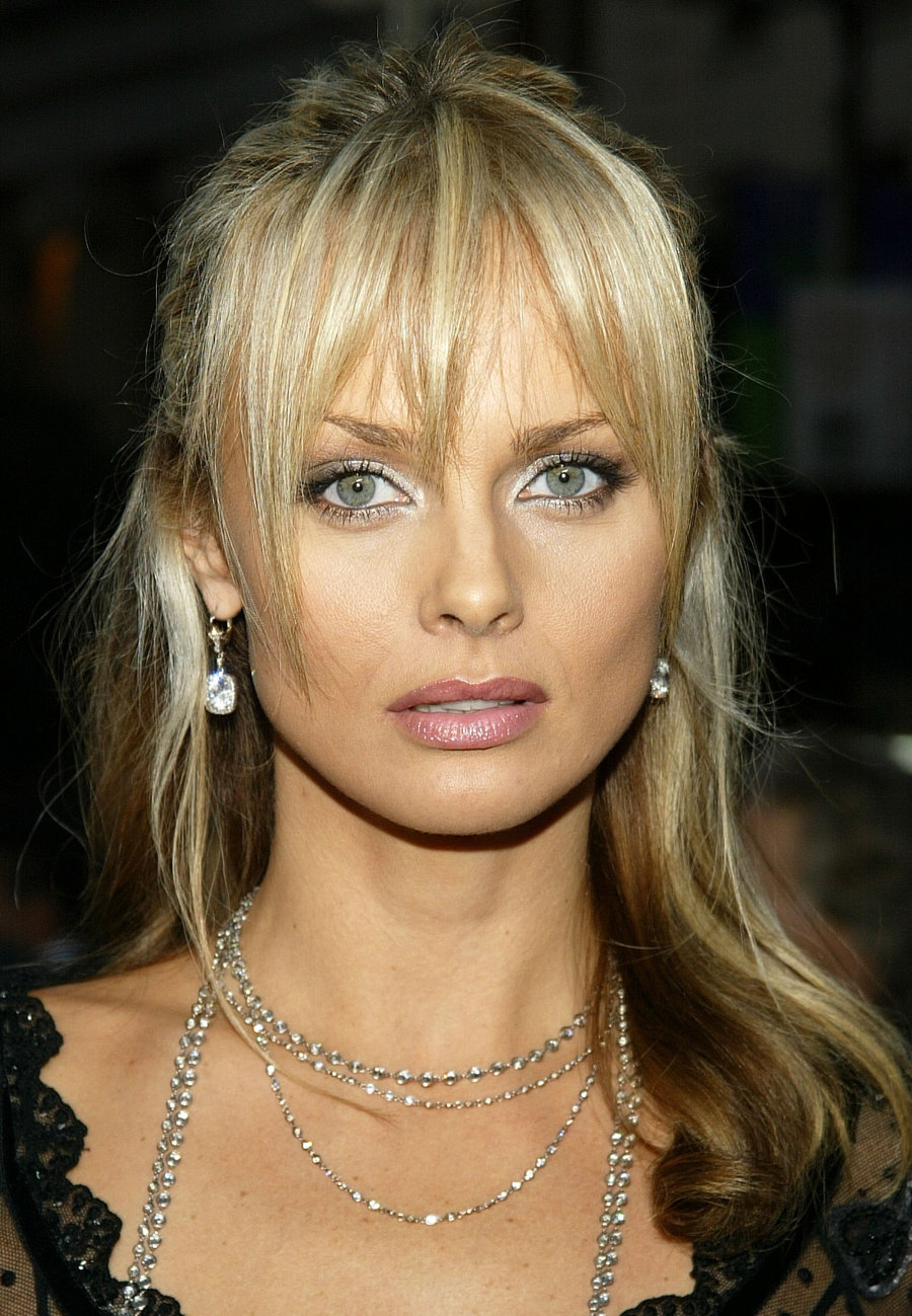 James Bond Iphone Wallpaper Izabella Scorupco Hot Iphone Ios Mode