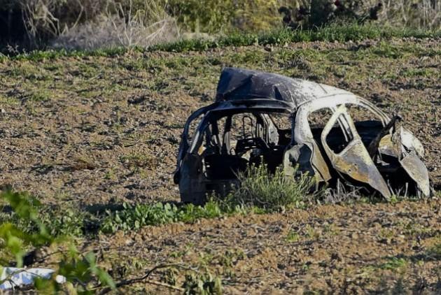 Το αυτοκίνητο μετά την έκρηξη | AP Photo/Rene Rossignaud