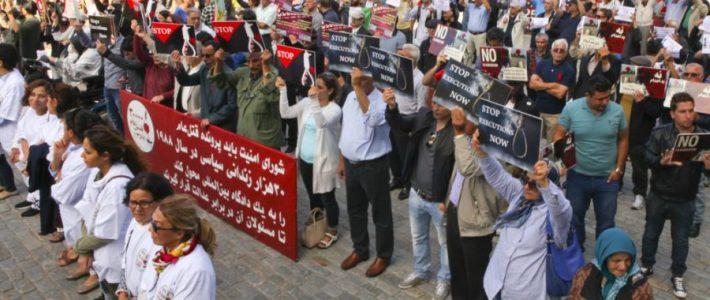 Demonstration till stöd för offren för 1988 års massaker i Iran
