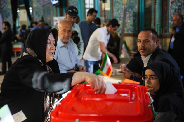 A woman casts her vote in Tehran./ Photo: ISNA