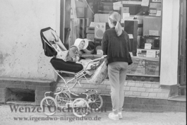 Mutter mit Kinderwagen  |  Magdeburg 1989