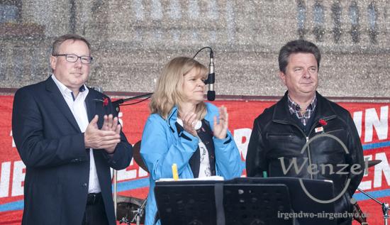 Andreas Steppuhn (DGB), Ulrike Laux (IG BAU) und Dr. Lutz Trümper (OB Magdeburg)