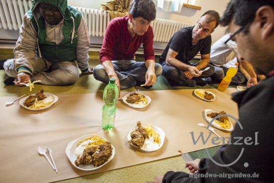 Gemeinsames Mahl anlässlich des Fastenbrechens / Islamische Gemeinde Magdeburg