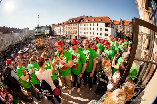 SCM Handball-Helden - Siegesfeier auf dem Alten Markt Magdeburg