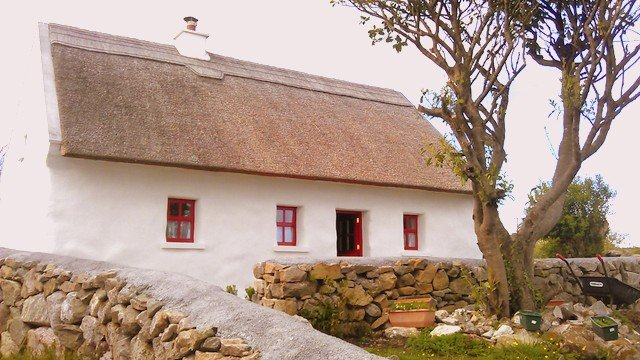 The thatched cottage as a symbol of ireland irish american mom - The thatched cottage ...