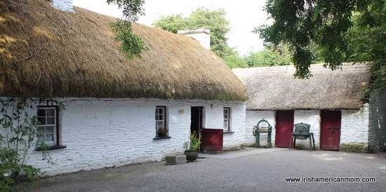 The thatched cottage as a symbol of ireland irish for Traditional irish cottage plans
