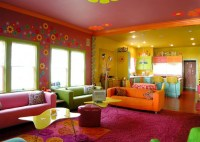 multi-colored beach house living room - Iroonie.com