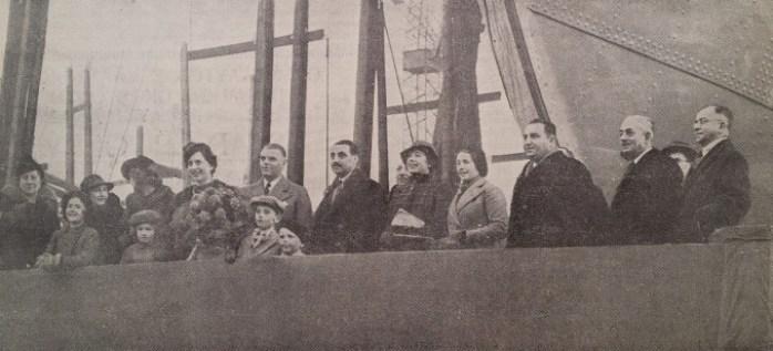 Φωτογραφικό στιγμιότυπο από την τελετή καθέλκυσης του φορτηγού «Νικόλαος Δ. Λ.» στα ναυπηγεία «Wm. Gray» στο West Hartlepool. Το πλοίο είχε χωρητικότητα 10.000 dwt και ήταν τύπου ανοικτού «shelter-deck». [Ναυτικά Χρονικά, αρ. 197, 1 Μαρτίου 1939]
