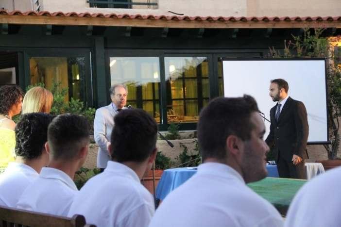 Ο Διευθυντής του Ιδρύματος «Μαρία Τσάκος», κ. Παύλος Καλογεράκης συγχαίρει τους μαθητές
