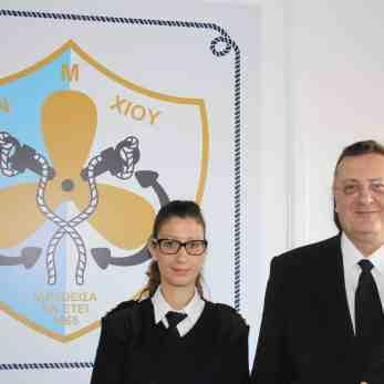 H Διοικήτρια της ΑΕΝ Χίου Πλωτάρχης Λ.Σ. Μαρία Κατσάρη μαζί με τον Διευθυντή της Διεύθυνσης Εκπαίδευσης Ναυτικών, Αρχιπλοίαρχο Λ.Σ. Στυλιανό Μπέλλα