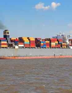 container-ship-3422234