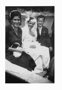 Assunta e Antonio Lauro il giorno del loro matrimonio insieme a Elisa Vitiello