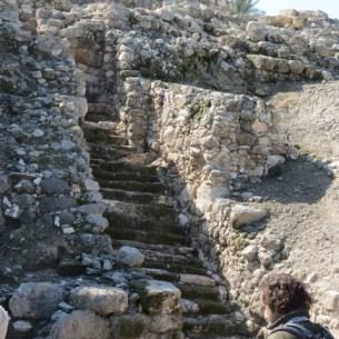 Israelite pedestrian stairway and gate
