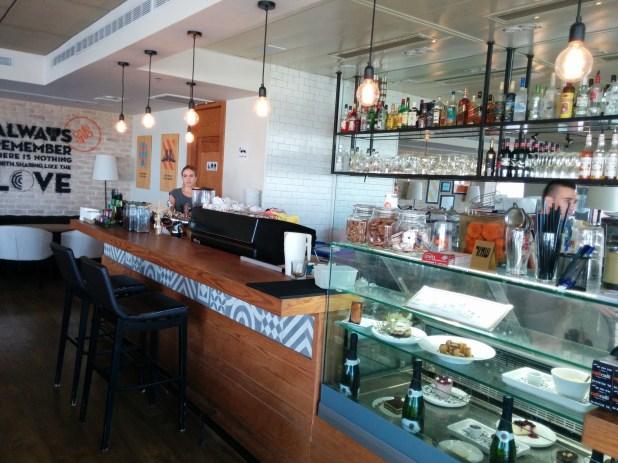 Cafe Cafe Ramat Yishai Bar and Pastry