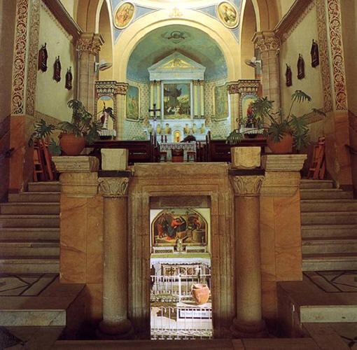 http://wingsofeaglesct.com/LIFE_OF_JESUS/019_WeddingCana.htm