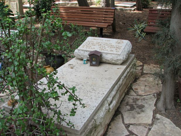 Chanana Zelinger grave-Cemetery of Yagur Photo: Hanay